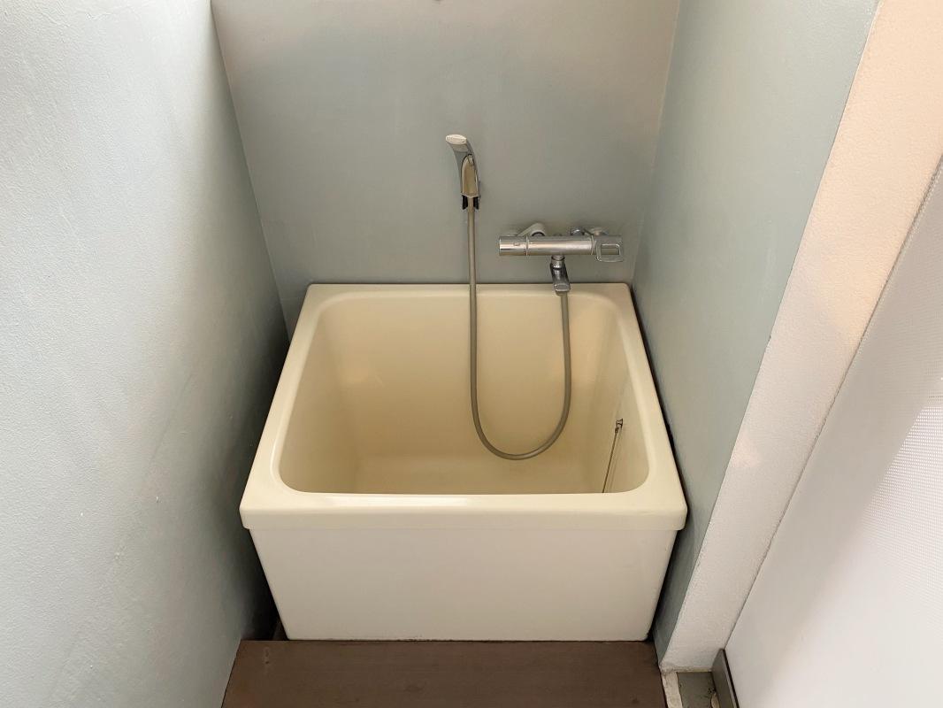 浴室は最小限の機能とスペース。