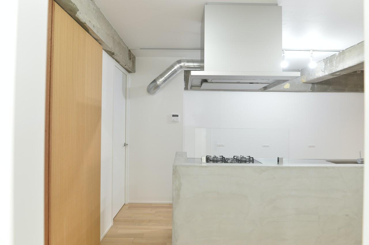 キッチン横に、W.I.Cにもなる洋室の入り口が