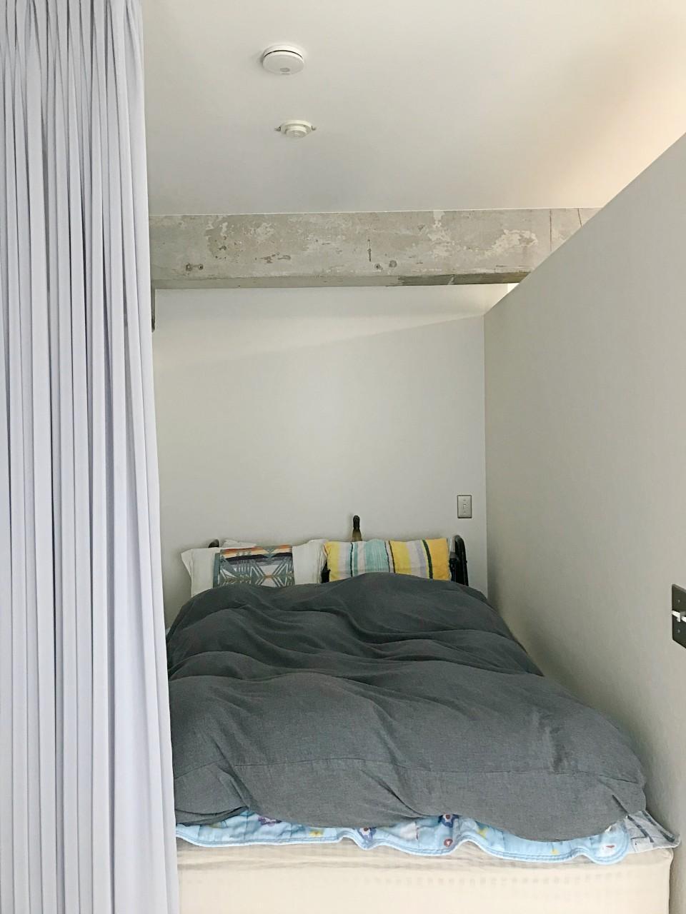 ダブルベッドも収まる寝室スペース