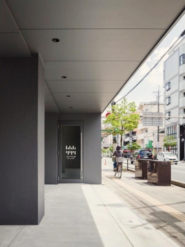 1階にはコインランドリー兼コーヒーショップが入る予定。(撮影:©山内紀人)