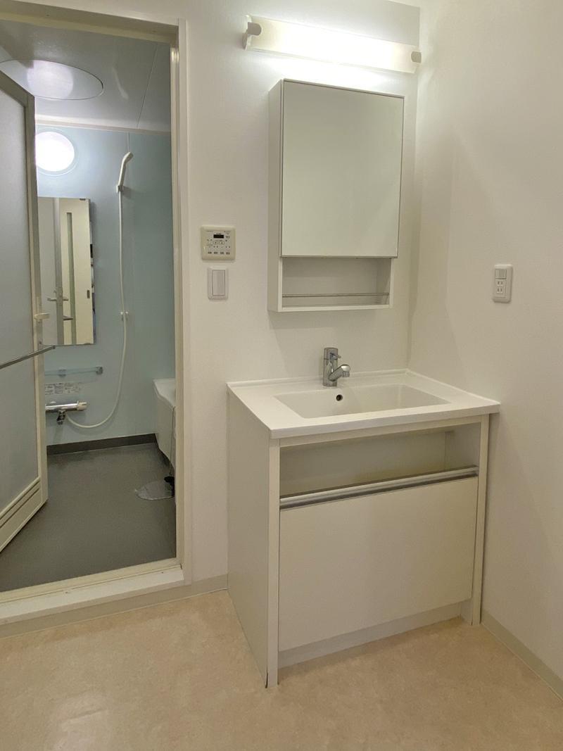 ゆったりとした洗面と浴室