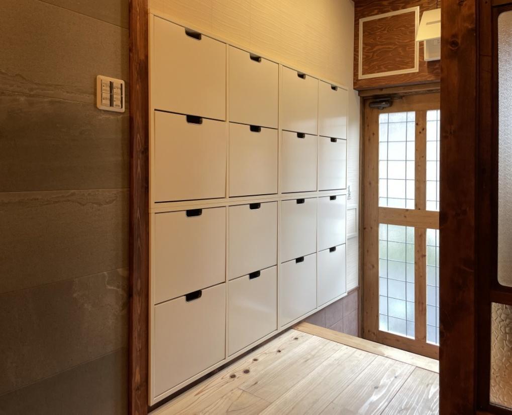 玄関には収納ボックスがずらり