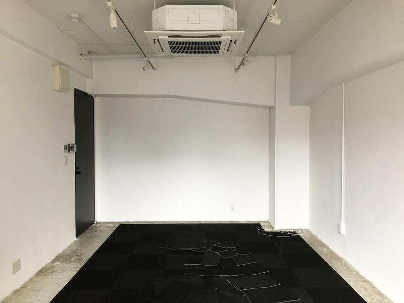 天井は3m弱あり、開放感は十分