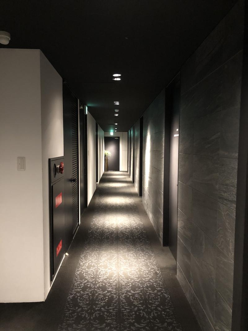 ダークモードな共用廊下