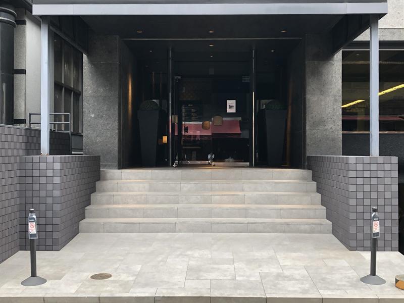 ゆとりのある建物入口