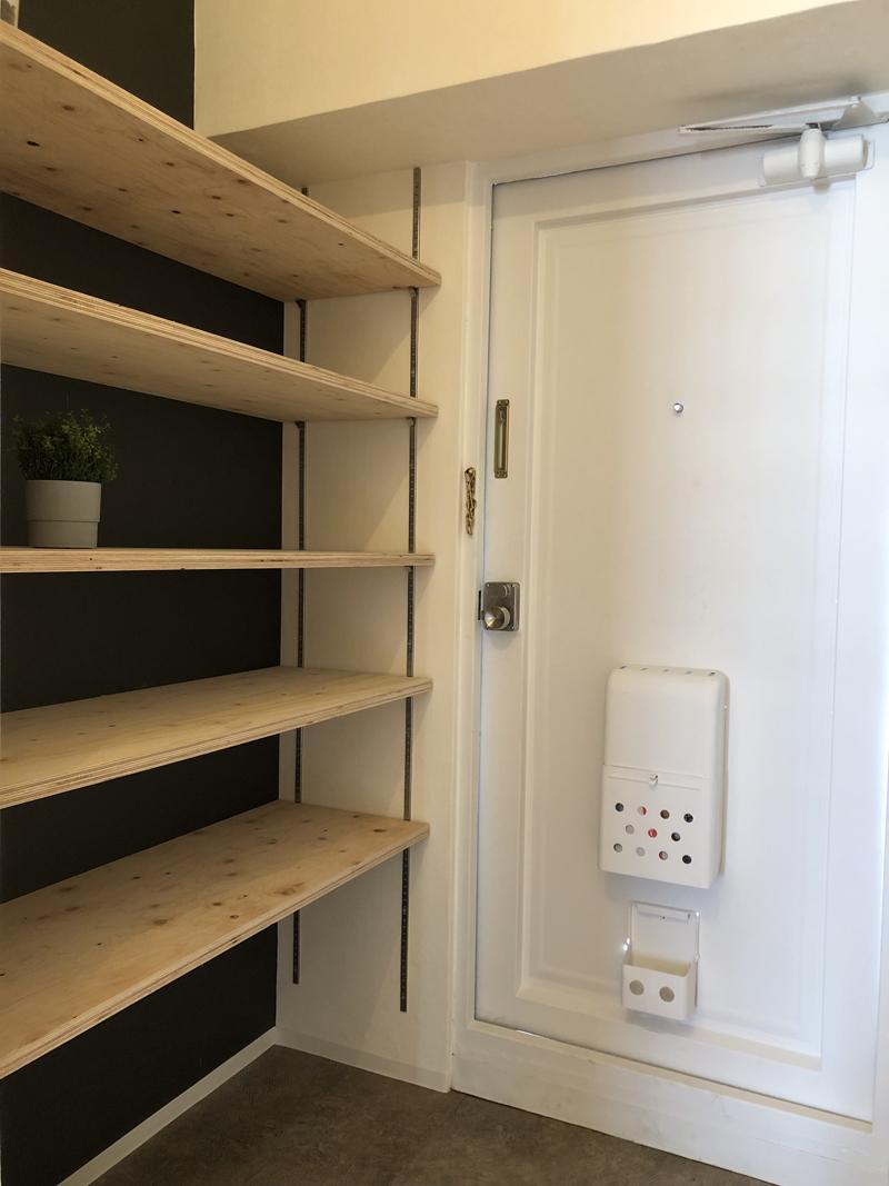 玄関にも十分な量の棚付き