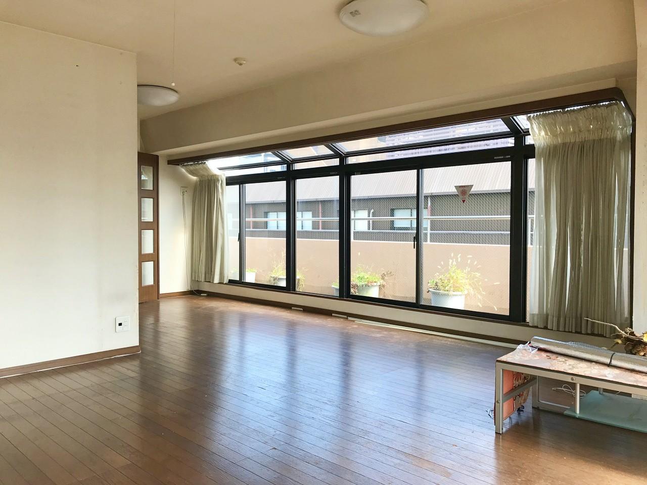 写真左手の洋室を解体すれば、さらに広く伸びやかな空間に