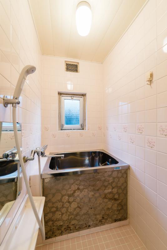 お風呂とトイレは既存再利用。ミニマムなサイズ感です。