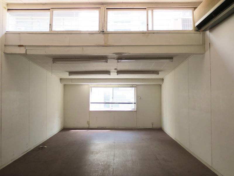 302号室│こんな窓のつき方、見たことない!※成約済