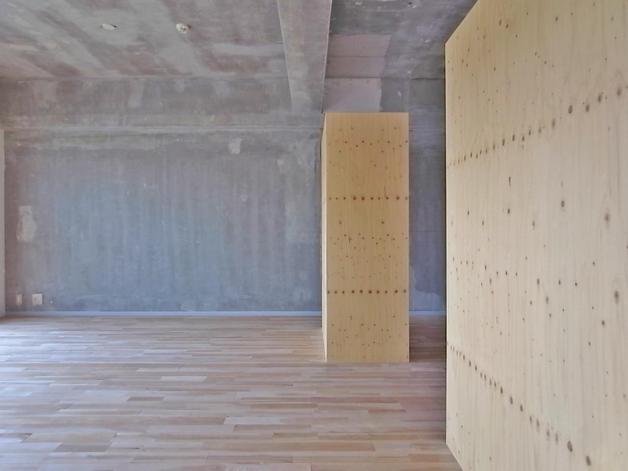 緩やかに空間を仕切る、家具のような壁。