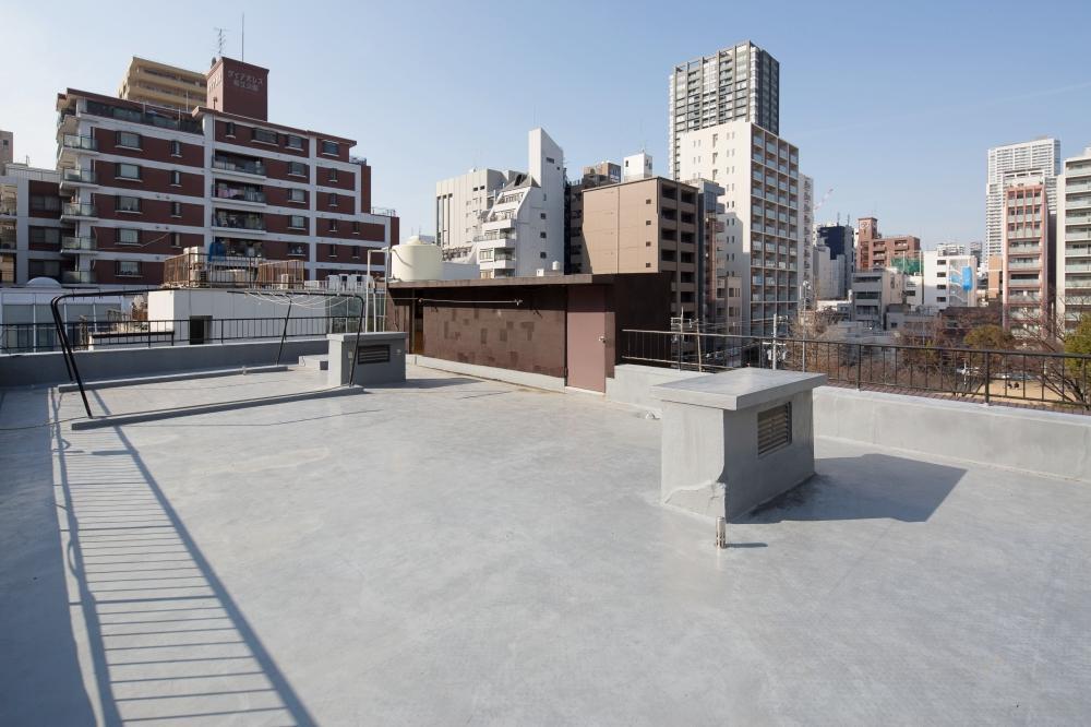 出入り自由の屋上は、のんびりするのにぴったり(喫煙は不可)