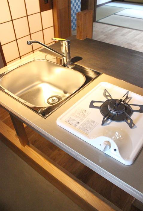 キッチンの設備はシンプル(写真は以前募集の区画。今回募集区画は2口です)