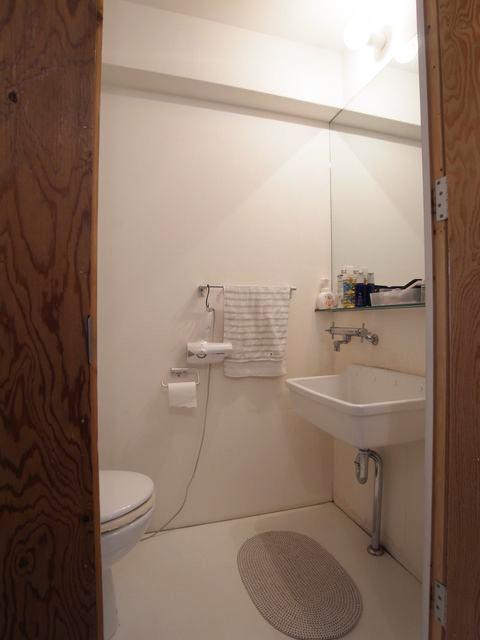 トイレは洗面と同じ部屋に。