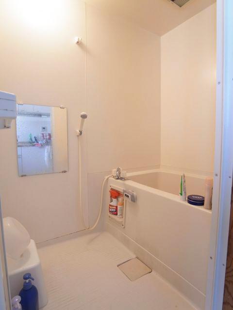 浴室はユニットバス。