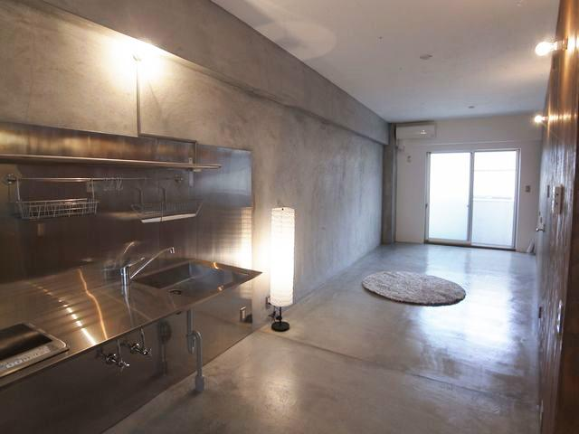 ※今回募集の住戸は、床が白色ビニルタイル、壁と天井が白色ビニルクロス、キッチンは2口ガスコンロ設置可