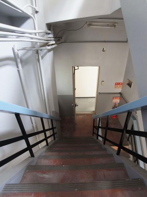 急勾配な階段の5階。体力に自信ある方限定の物件です