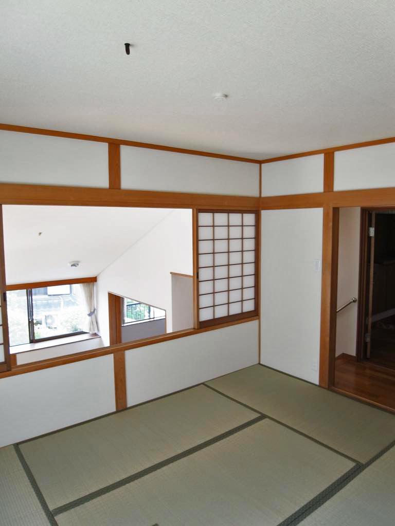 ルビングを見下ろす和室は茶室仕様。