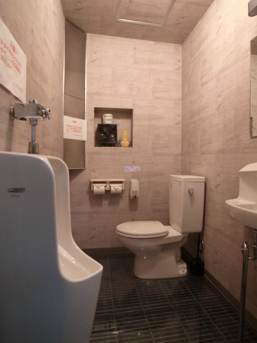 1階男性トイレは綺麗になってます