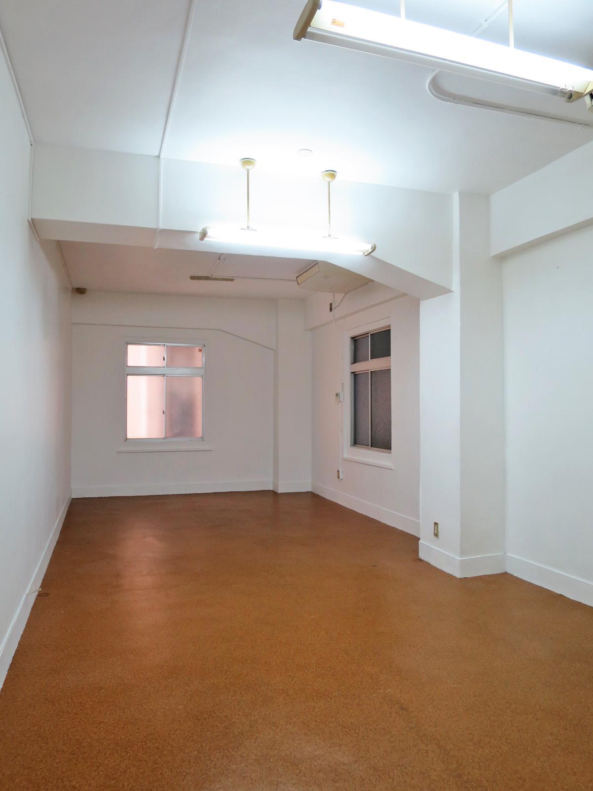4階の45号室(33.88平米)の天井高は3m。採光は少なめです。