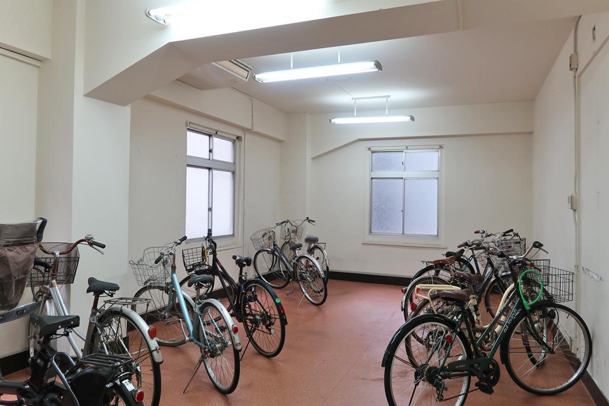 2階23号室(30.21平米)も天井高3m(※現在仮の自転車置場ですが募集中です。)