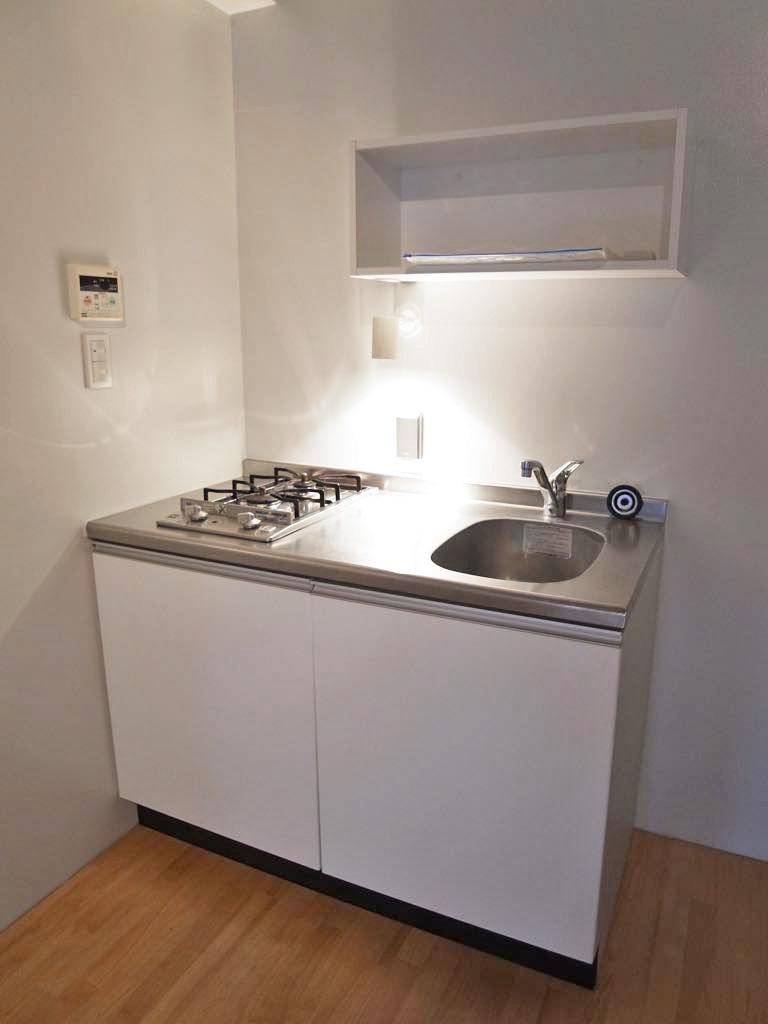 2口ガスコンロのシンプルキッチン。
