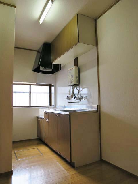 キッチンはガスコンロを設置するタイプです。