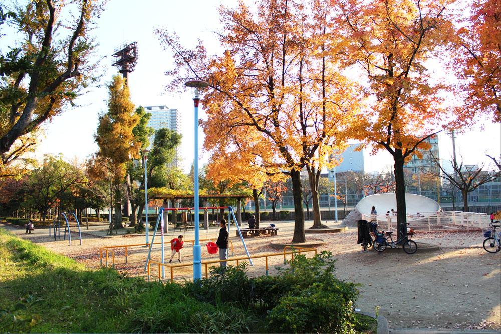 松島公園は子供連れでにぎわいます
