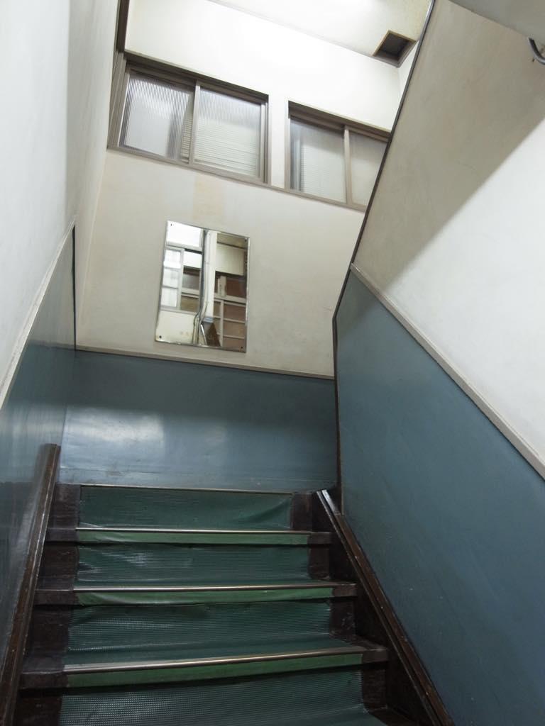 階段もちょっと学校風。