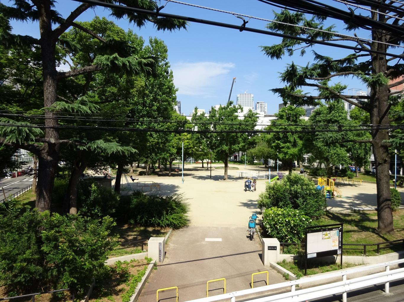公園ビュー。仕事に疲れたら西船場公園でまったり過ごしましょう。