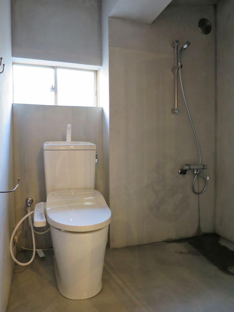 トイレ内にシャワースペース