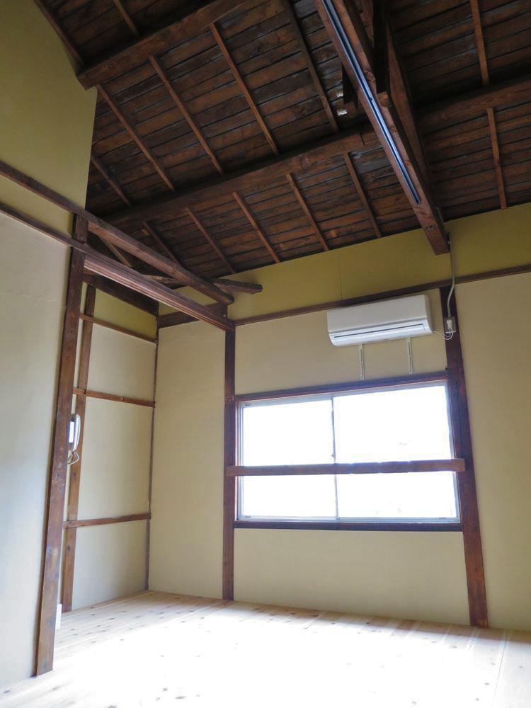 天井が高いので窮屈さを感じません。