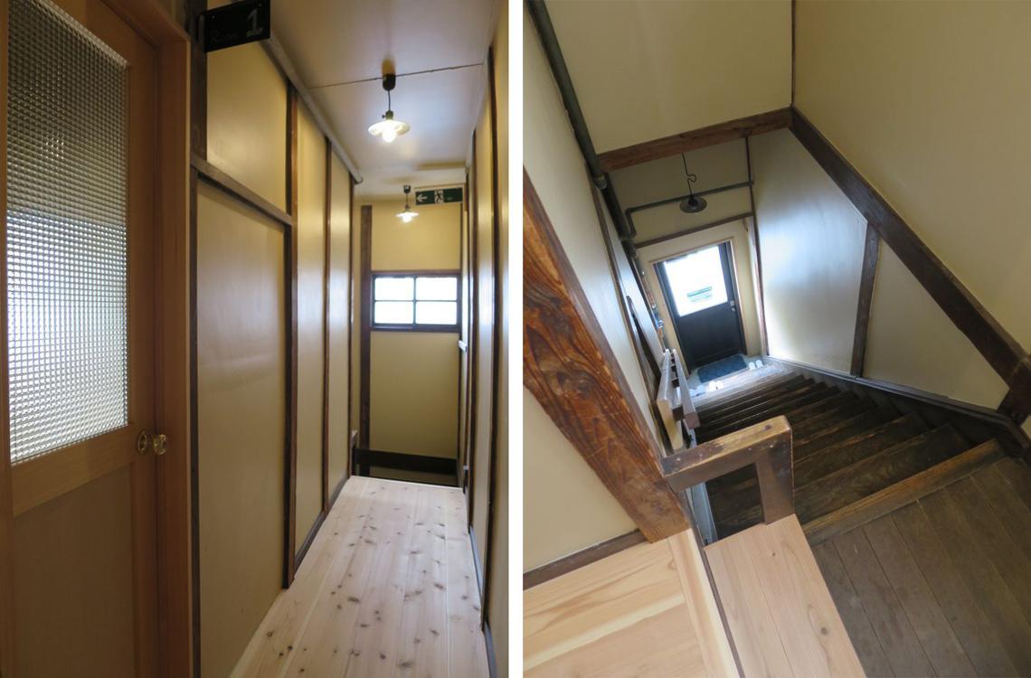教室のような廊下と、正面玄関へ降りる階段。