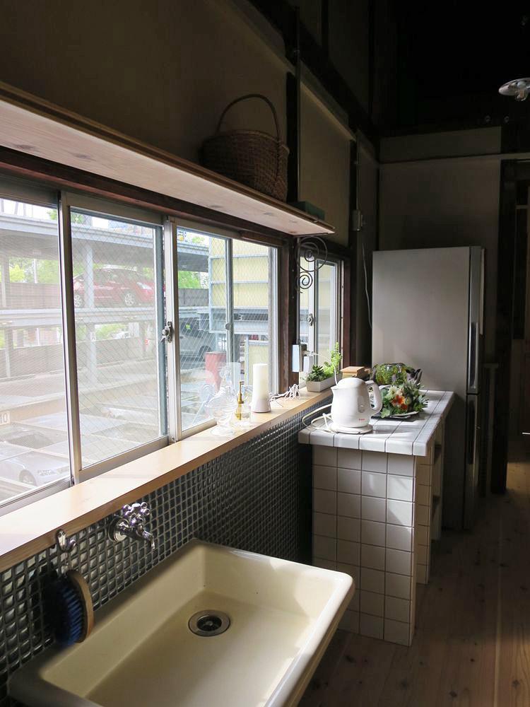 共用スペースには、冷蔵庫、電子レンジ、電気ポットなどの設備が完備。