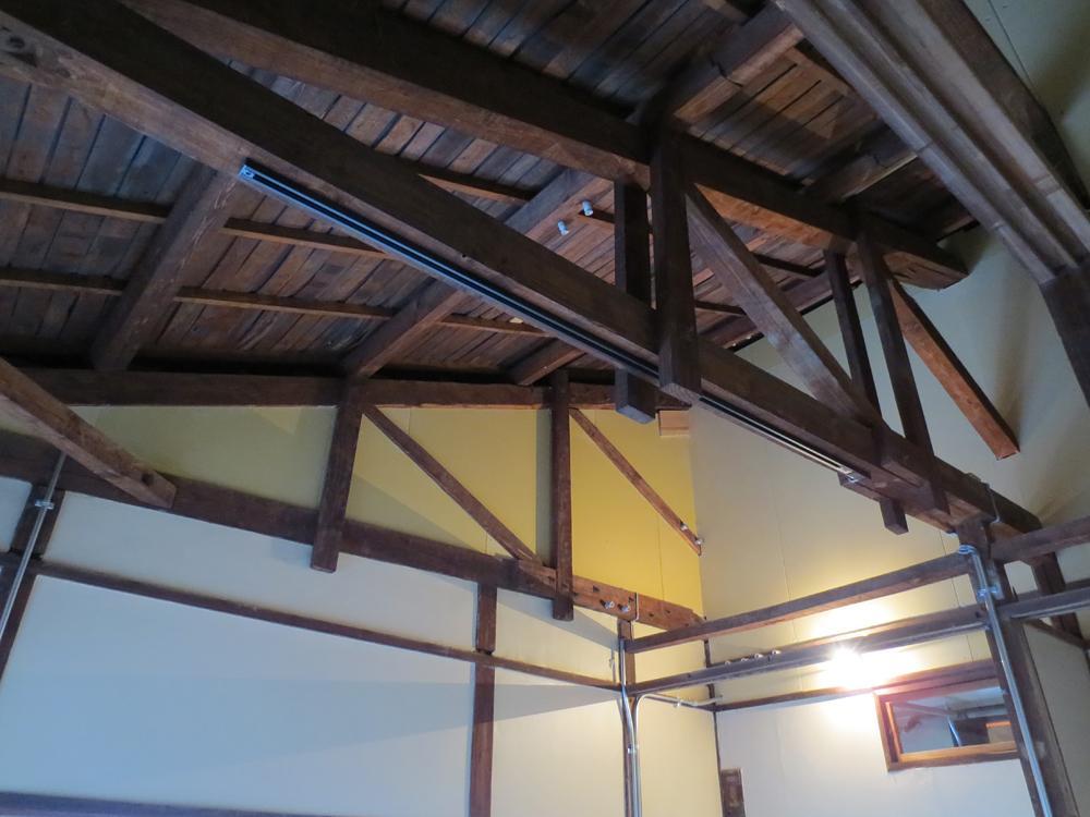 小屋組木造建築ならではの魅力です。