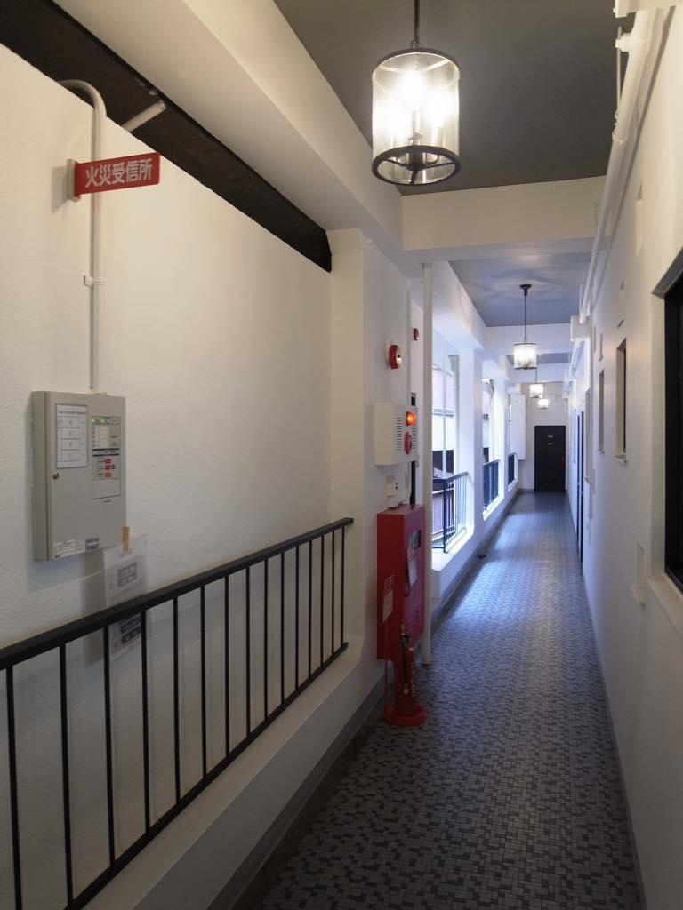3階の廊下。レトロな風合いを残しています。