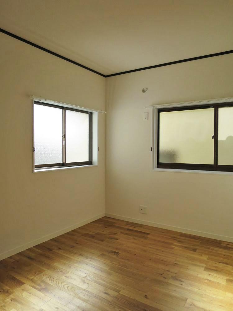 2階の洋室も無垢フローリング(6帖)