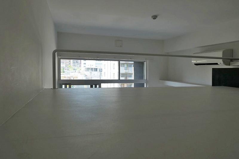 天井高さ1.4mのロフト。約4帖ほどのスペース。寝室に良さそう。