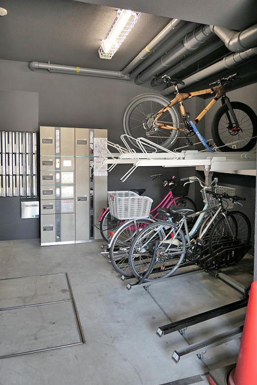 駐輪場、宅配ボックス