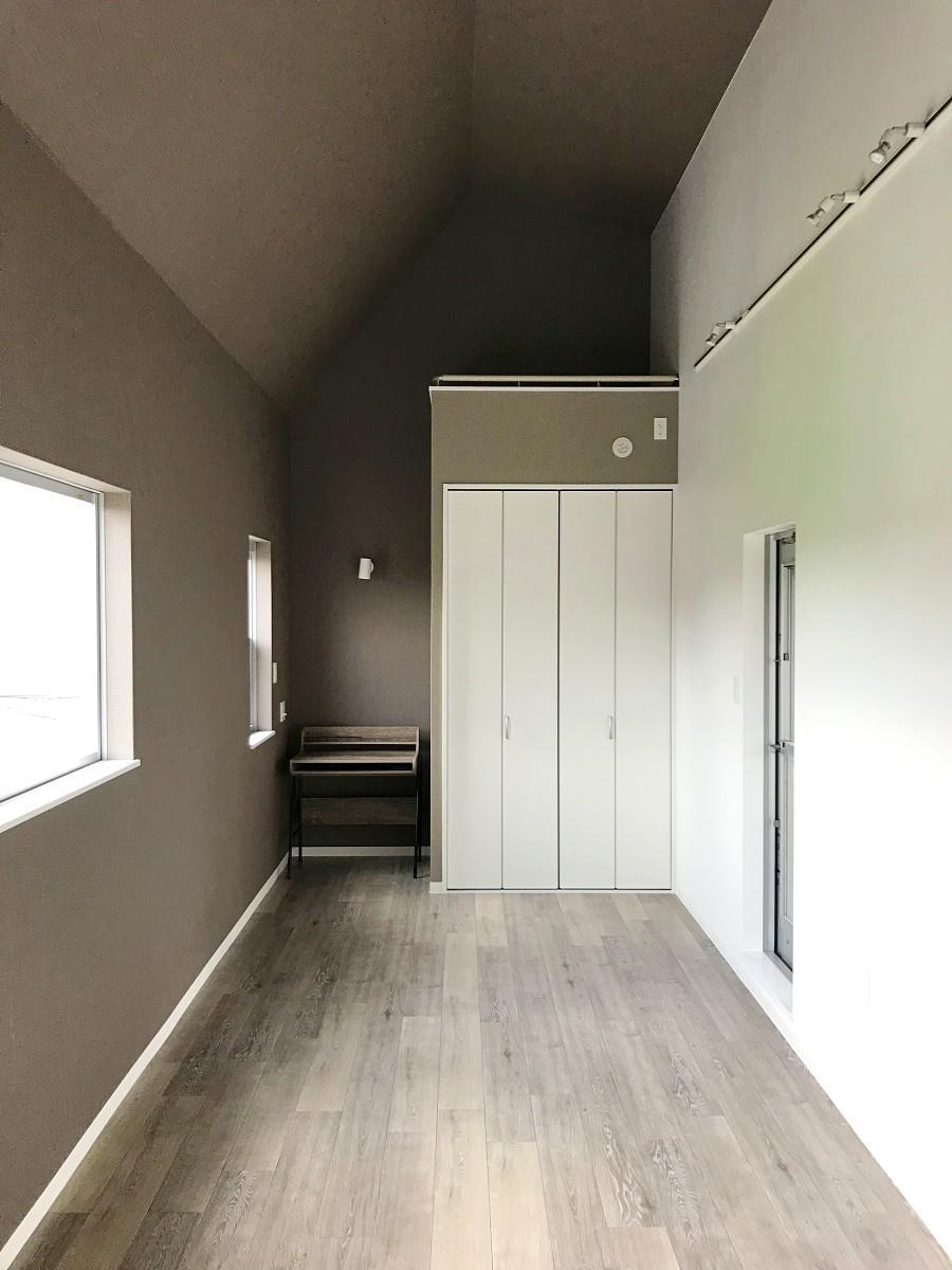 と、その横の書斎のような個室