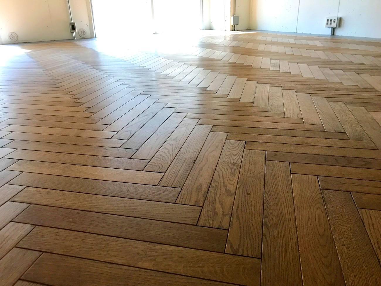 ヴィンテージ感ある床の風合い