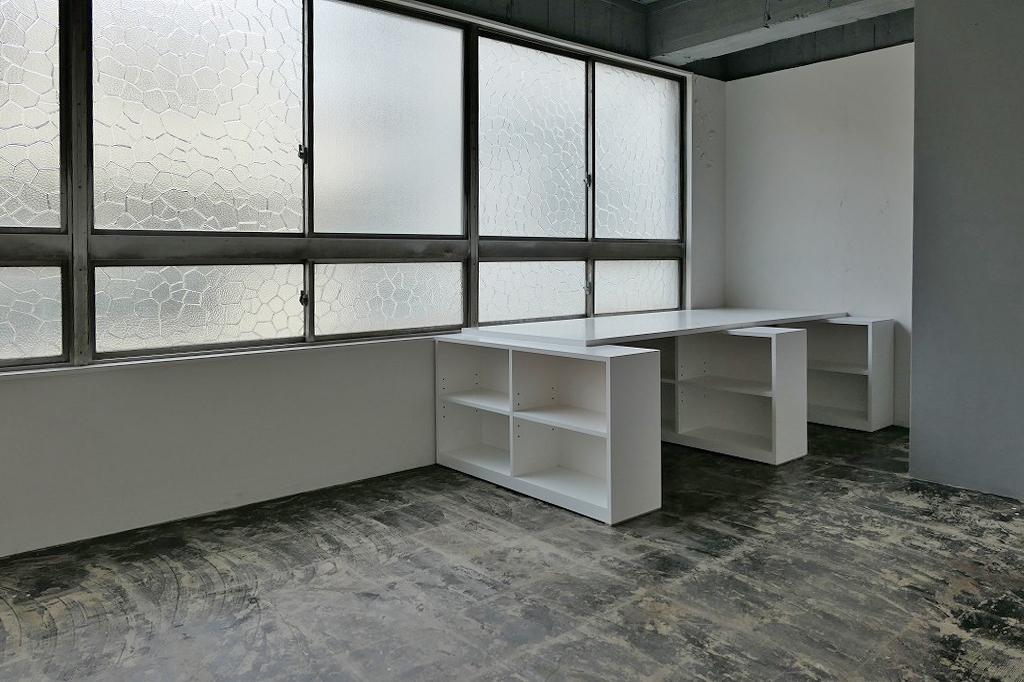 レトロなモザイクガラスの大開口(07号室)
