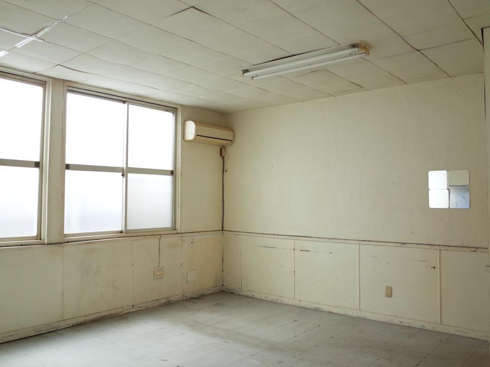 もう少し広めの217号室。