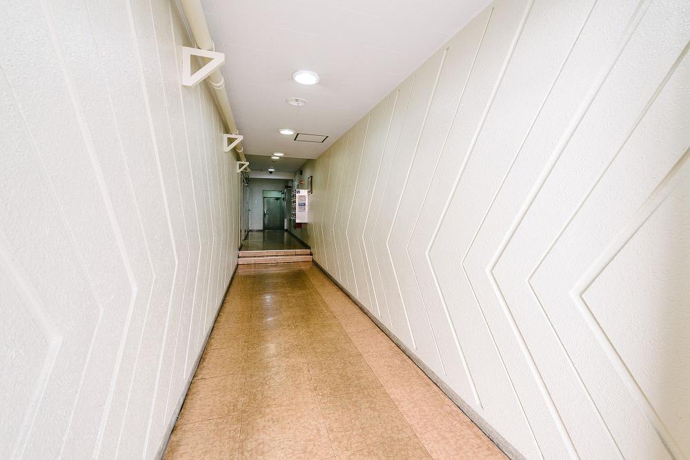 1階エントランス(美装工事中)