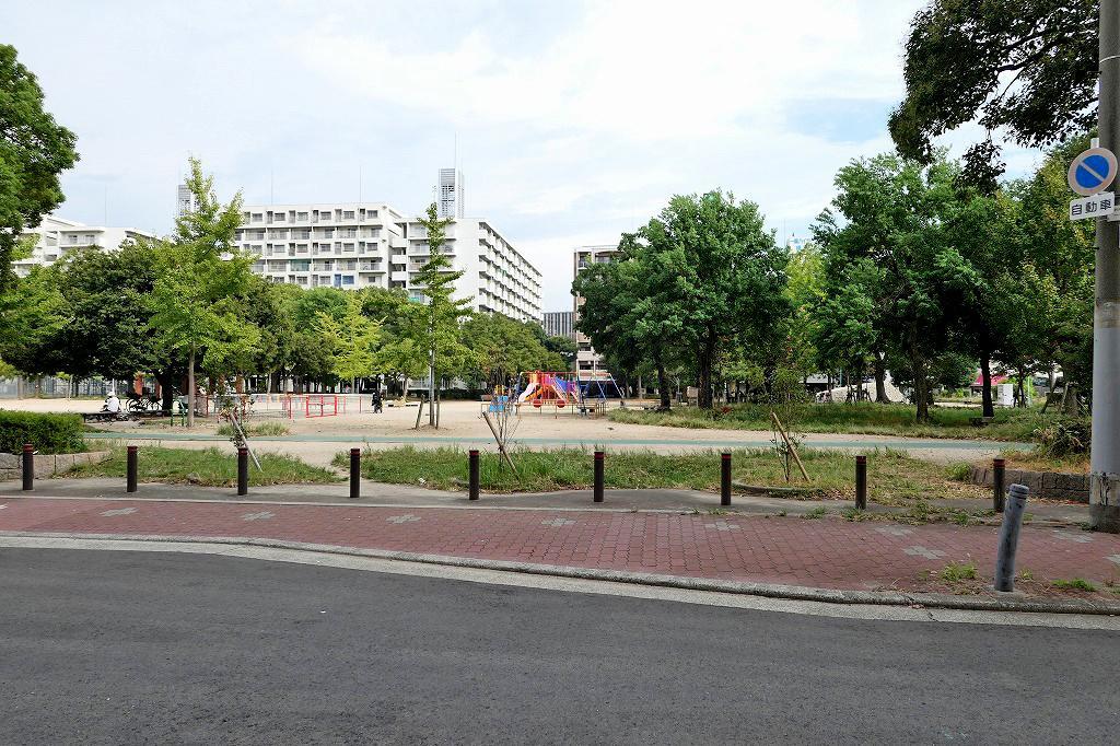 グラウンドもあってゆったりとした公園です。