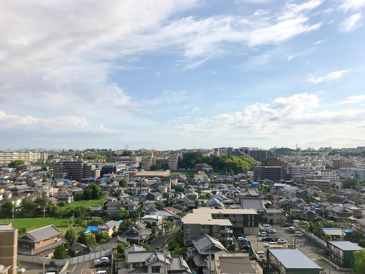 こちらは南側の眺望。吹田の街並みが一望できます