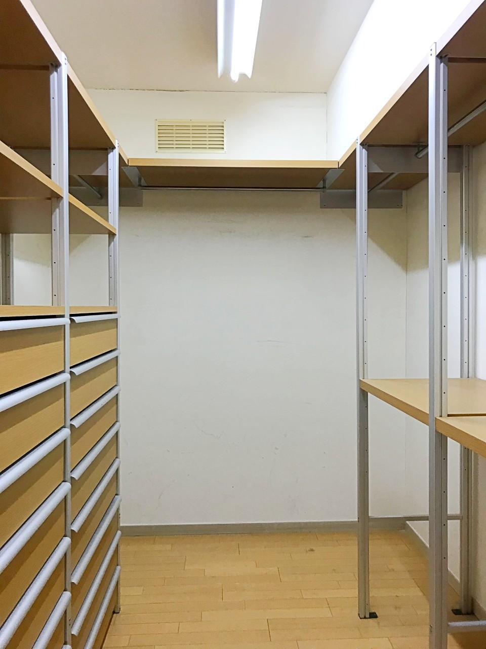 洋室にはシステム収納とは別に、大容量のW.I.Cも