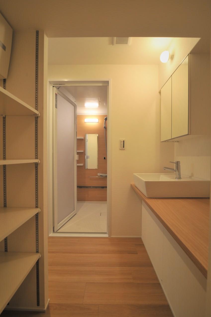 玄関から洗面所に直接アクセス可能な嬉しい動線も