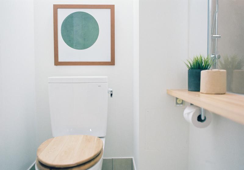 浴室とつながるトイレ。