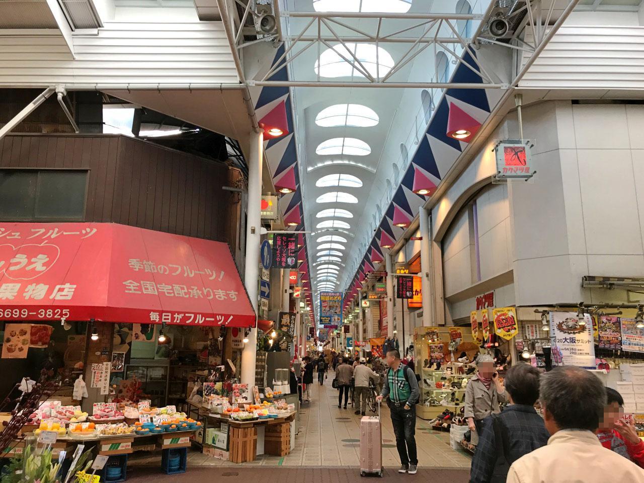 駅前にある長ーい商店街。いつも賑わっています