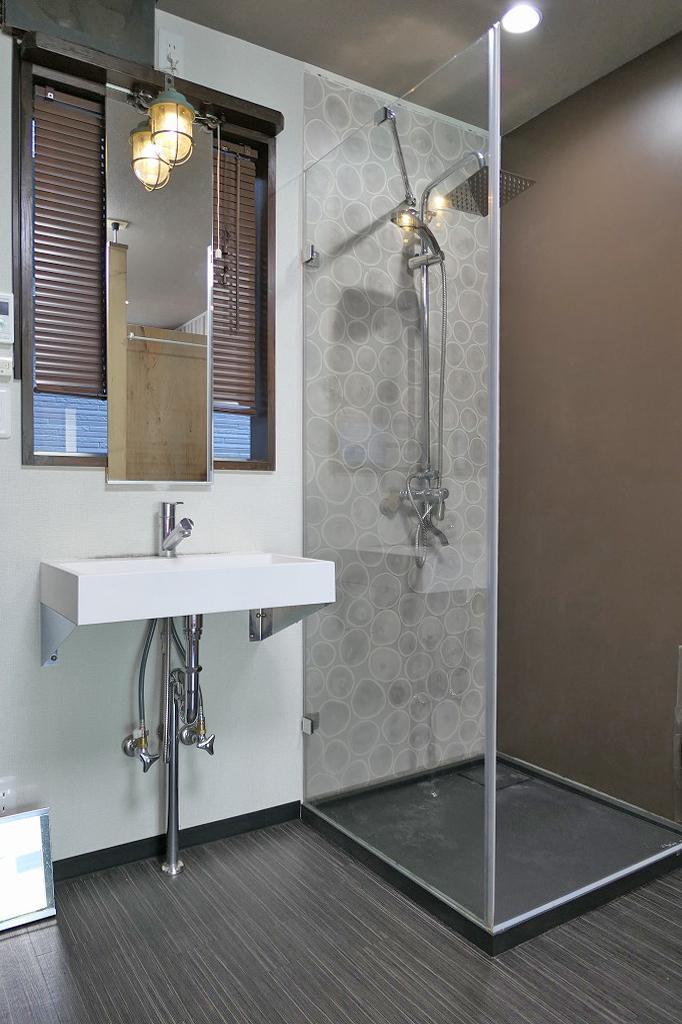 洗面とシャワーブース